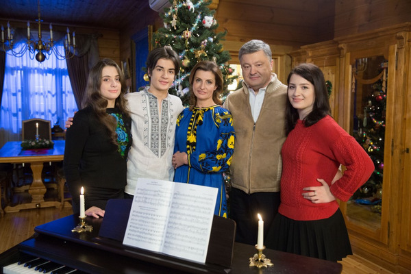 Семья Порошенко удивила украинцев видеопоздравлением