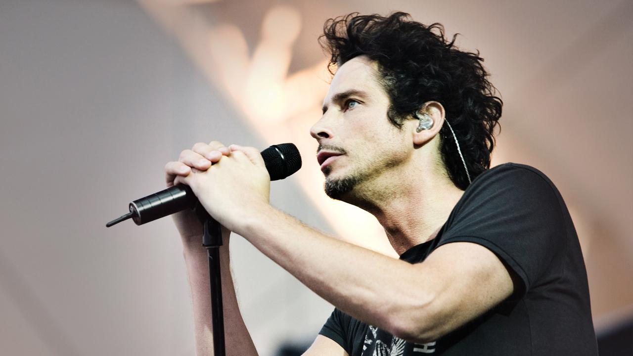 Культовый американский певец совершил суицид