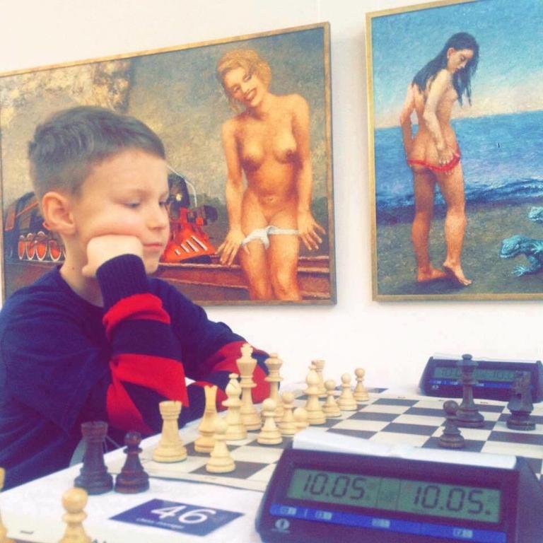 Организаторы детского шахматного турнира во Львове шокировали откровенной эротикой