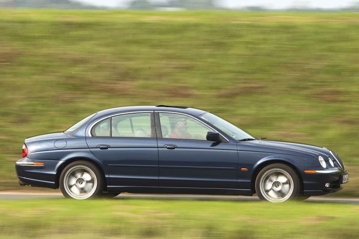 jaguar-s-type-fahrend-729x486-8ad5856fe7a2a2a4