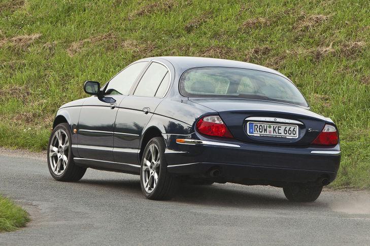 jaguar-s-type-fahrend-729x486-bce5d5cca7ab49d4