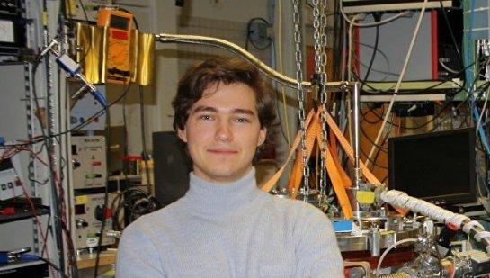 Физик рассказал, как ученые превращают алмазы в квантовые компьютеры