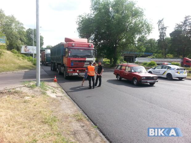 Кілометрові затори та невдоволені водії: у Черкасах перекрили міст через Дніпро. ФОТО