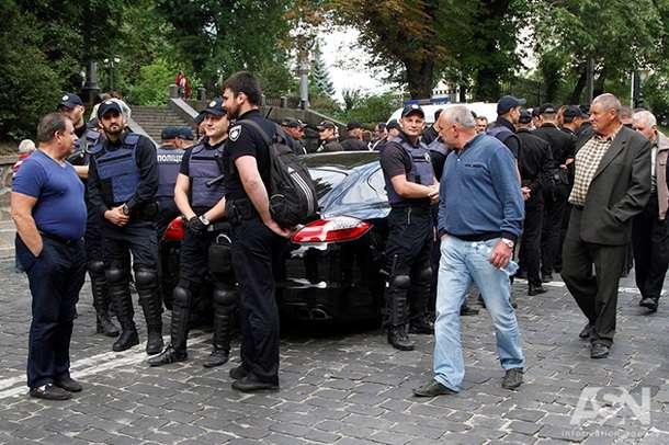 """Пьяный """"мажор"""" на Porsche въехал в толпу в центре Киева"""