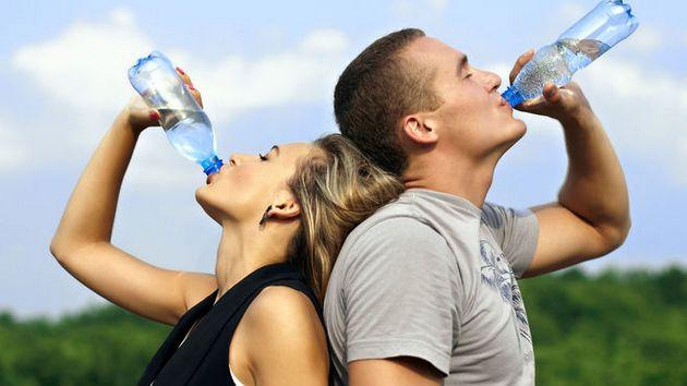 Гремучая смесь в бутылке: какую воду продают украинцам