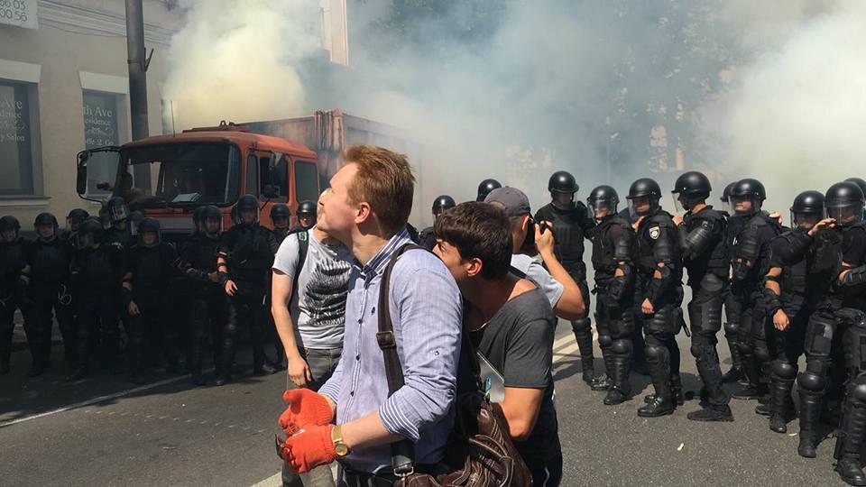 Активисты собрались добиться снятия неприкосновенности с депутатов путем отлова их на улице. ВИДЕО