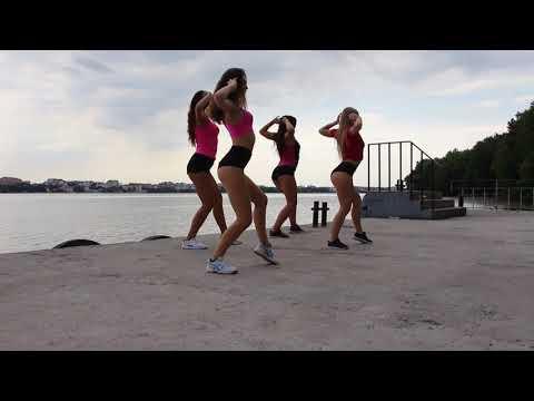 Дівчата влаштували еротичні танці на березі Тернопільського ставу