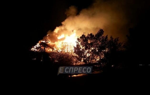 Киевский ресторан в мгновение ока превратился в факел: очевидцы слышали взрыв. ФОТО