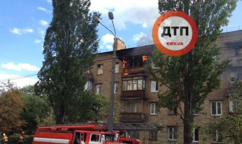 Из огня на землю: пожарные спасли необычного жильца (фото)