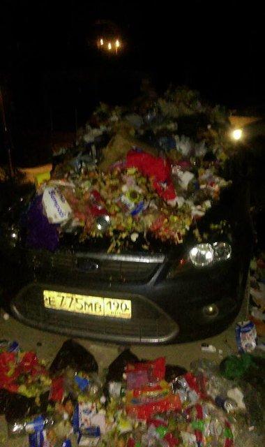 Крымчане сделали зловонный подарок герою парковки