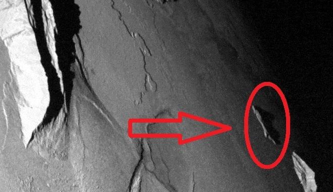 Ученые: На спутнике Юпитера обнаружен сигарообразный НЛО