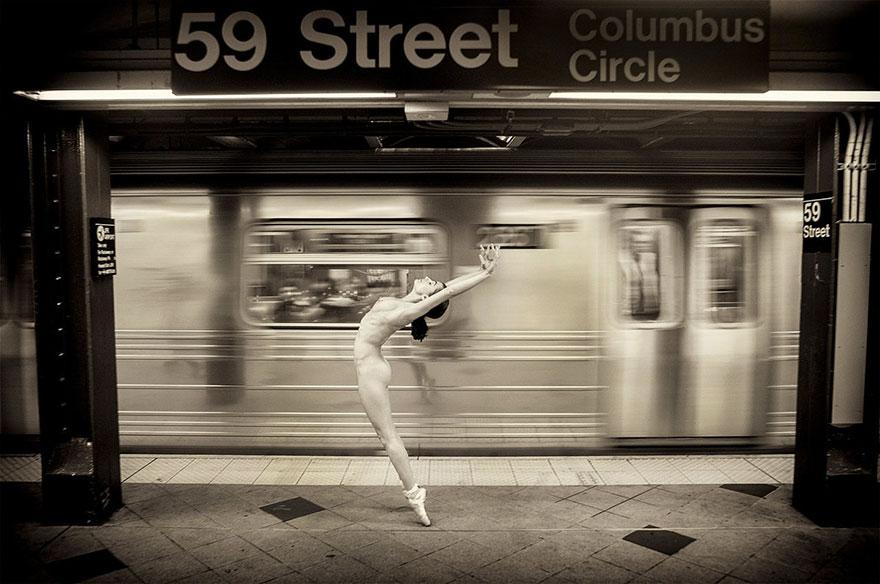 Голі танцюристи знялися в приголомшливій фотосесії в Нью-Йорку