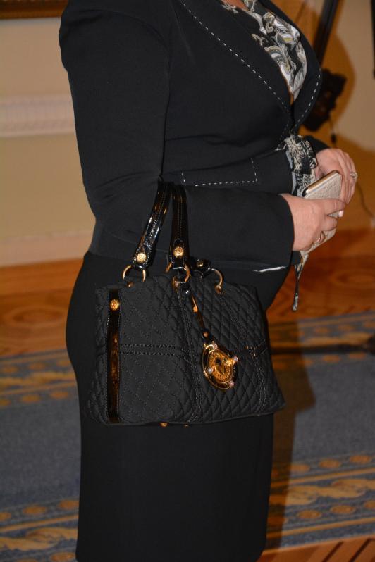 Кума Президента носит сумочку стоимостью 17 минимальных пенсий