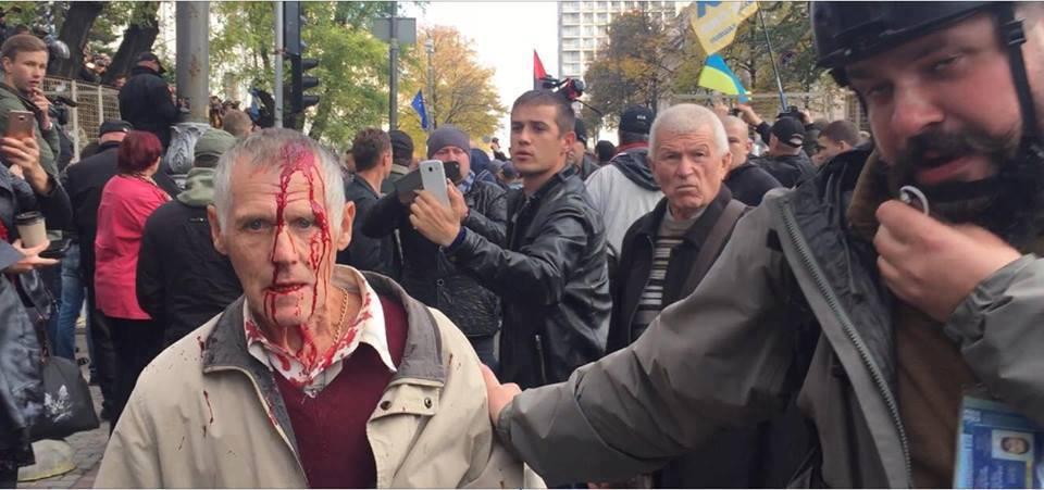В центре Киева началась бойня, пролилась первая кровь