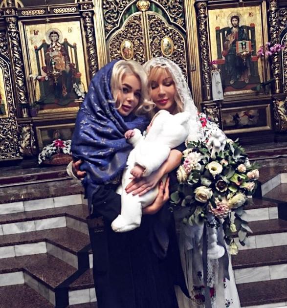 Аліна Гросу розлютила Мережу знімками з хрестин брата