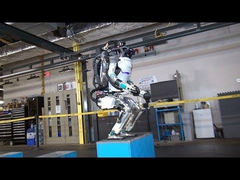 Восстание машин близко: сеть испугало видео с двуногим роботом. ВИДЕО