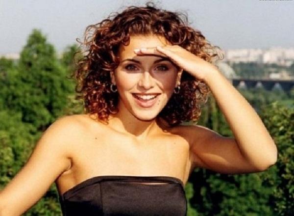Как куколка!» Ани Лорак в 15 лет выглядела куда естественнее и привлекательнее, чем сейчас