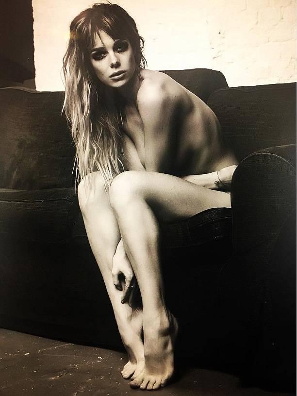 Появились фото Анны Старшенбаум, не вошедшие в эротическую фотосессию