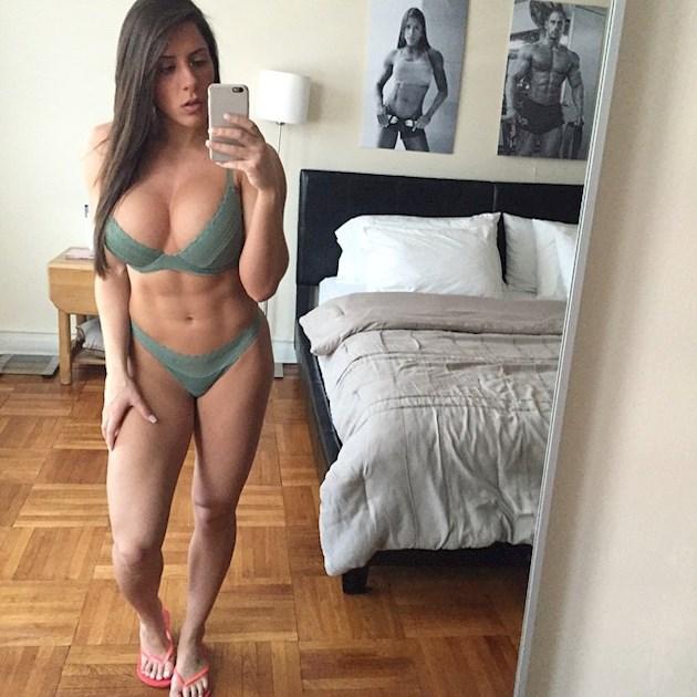 Популярная фитнес-модель снялась обнаженной, покорив Instagram идеальным телом