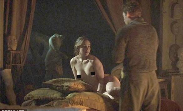 Дейенерис из «Игры престолов» обнажила грудь в новом кинофильме