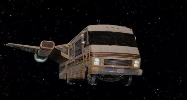 Странное происшествие: двое американцев увидели ночью НЛО в виде автобуса