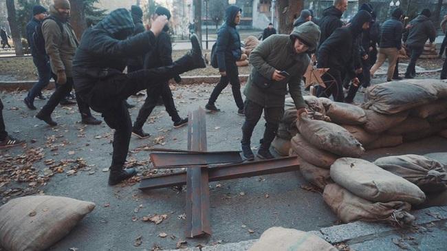 В Харькове устроили погром на съемках сериала о временах СССР. ФОТО