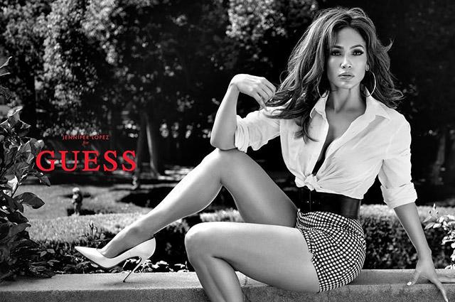 В рубашке на голое тело: Дженнифер Лопес снялась в рекламе Guess