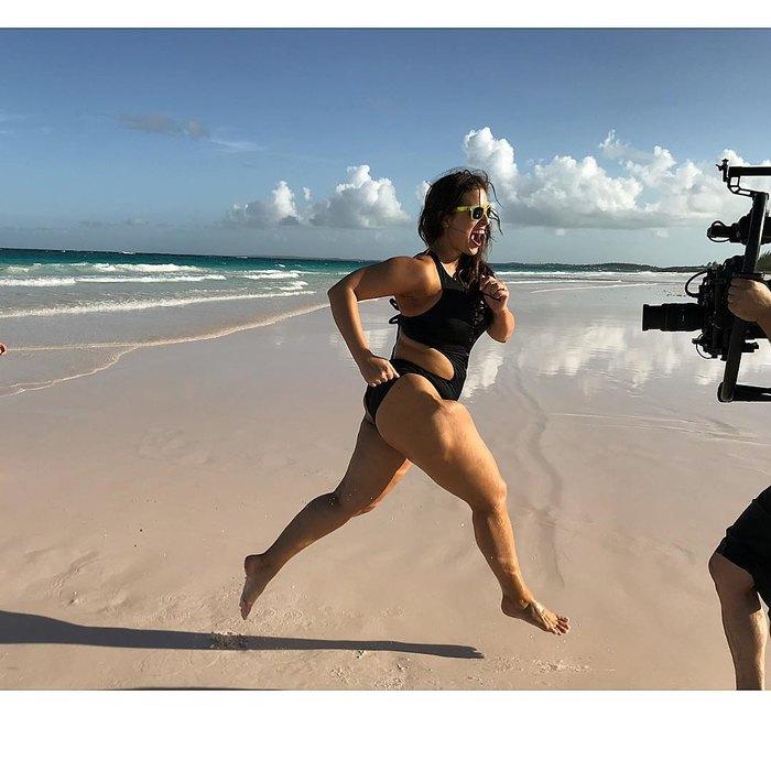 Бодипозитив: Эшли Грэм фотографируется в купальнике, не стесняясь пышной фигуры