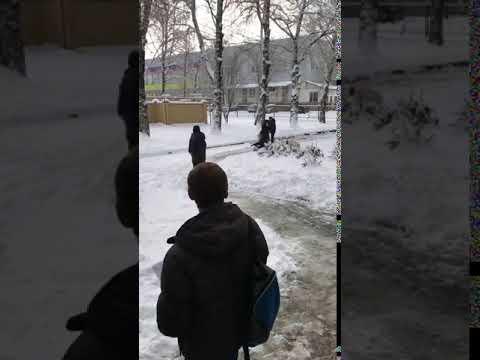 В России борец отработал на девушке прием, бросив ее головой в снег
