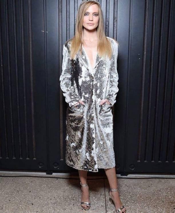 Наталья Ионова выбрала откровенное платье, надев его на голое тело