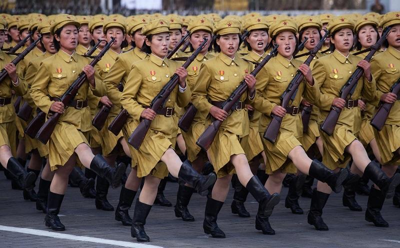 Беженка из КНДР рассказала, через что проходят женщины в армии Северной Кореи