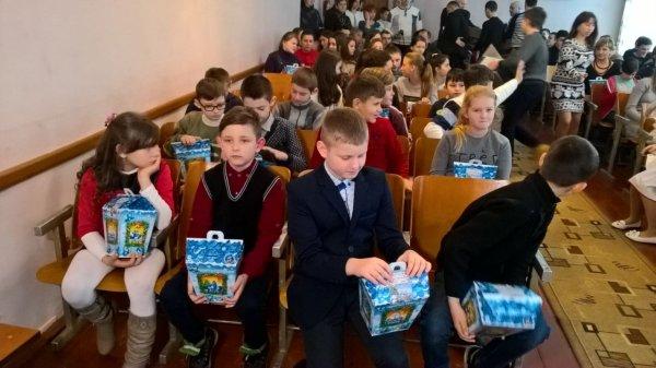 Дети Воловетчины получили более 3 000 подарков от Виктора Медведчукаи Оксаны Марченко. ФОТО