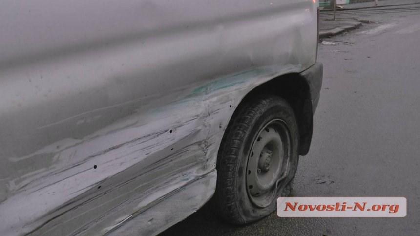 Пытался сбежать, но уснул: в Николаеве пьяный таксист устроил жесткое ДТП. ФОТО, ВИДЕО