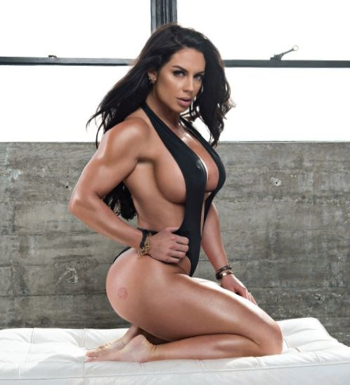 Хакеры слили в интернет голые снимки спортсменки, прославившейся огромной грудью