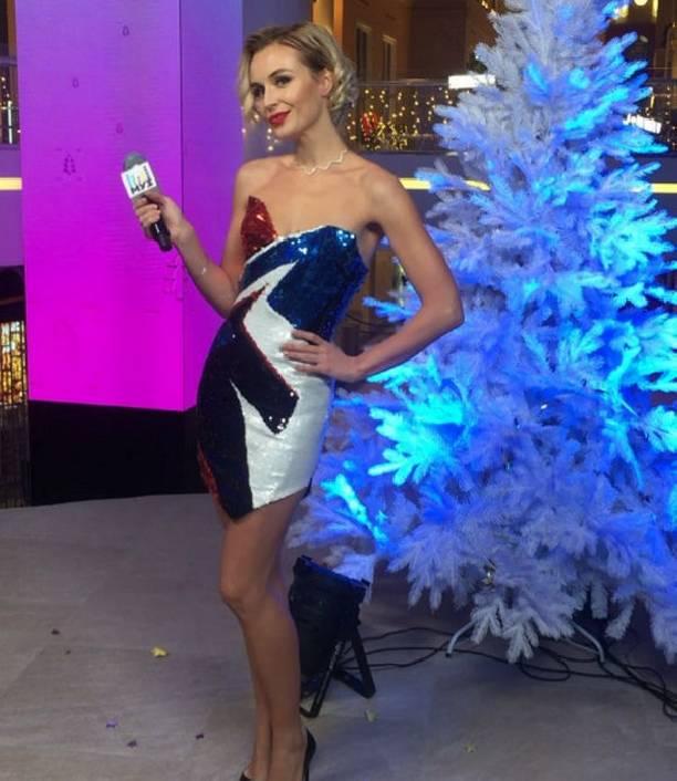 Полина Гагарина показала точеную фигуру в суперкоротком прозрачном платье