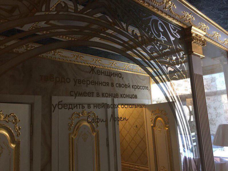 Пшонка и Янукович наследили в университетском туалете. ФОТО