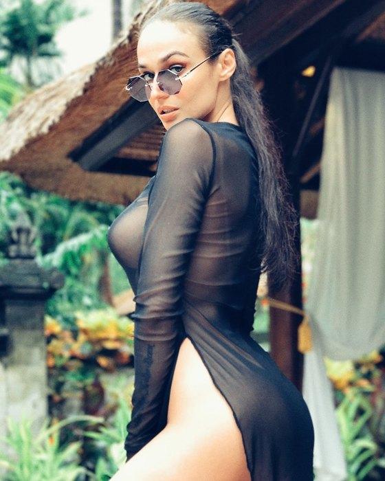 Алена Водонаева снялась для обложки мужского журнала полностью обнаженной