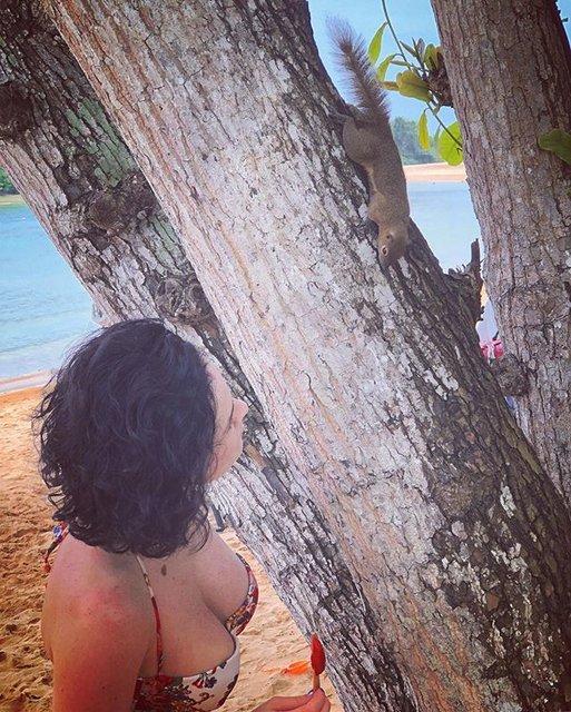Даша Астафьева разделась на пляже