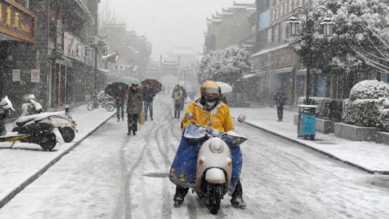 Убийственный снегопад парализовал жизнь страны-миллиардника. ФОТО