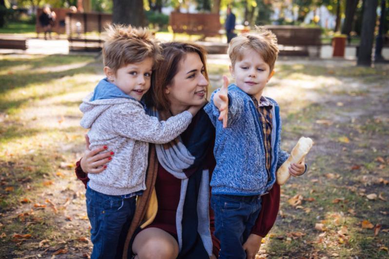 Отбирать детей у курящей матери: новая инициатива взорвала соцсети