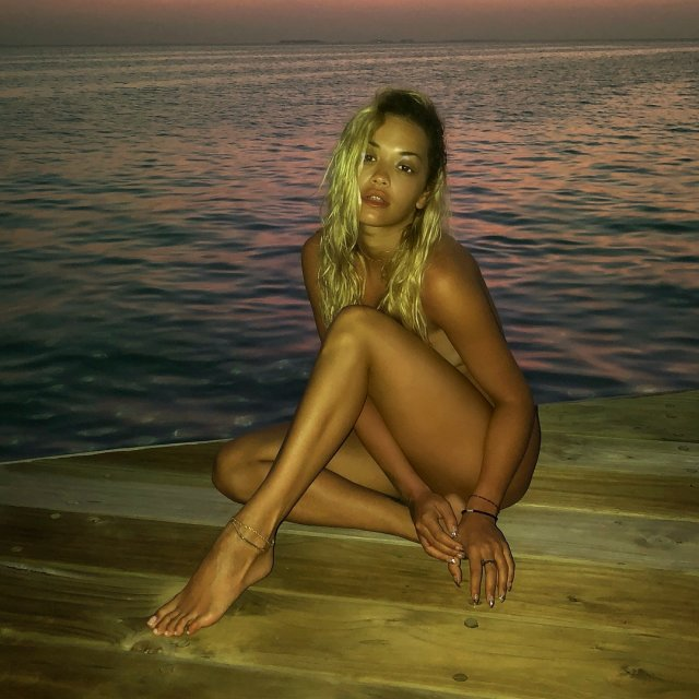 Интимные фото Риты Оры появились в сети