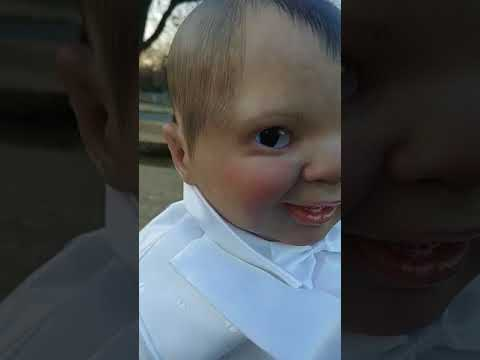 Ця «диявольська лялька» стежить за вами поглядом: моторошне ВІДЕО