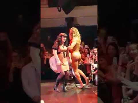 Стриптизер Тарзан почти изнасиловал россиянку на сцене