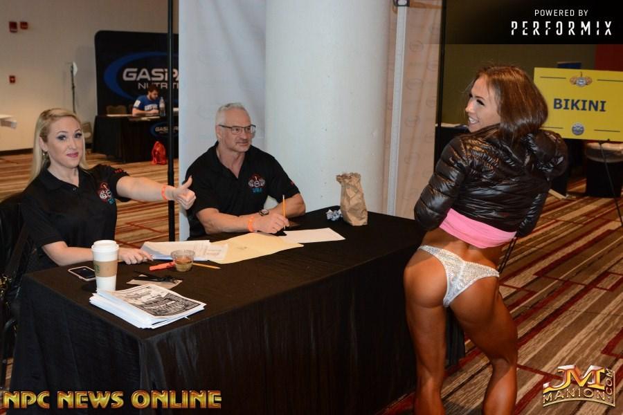 Что творилось в женской раздевалке знаменитого турнира по бодибилдингу