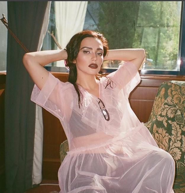Полуголая Серябкина призвала мужчин ублажать девушек