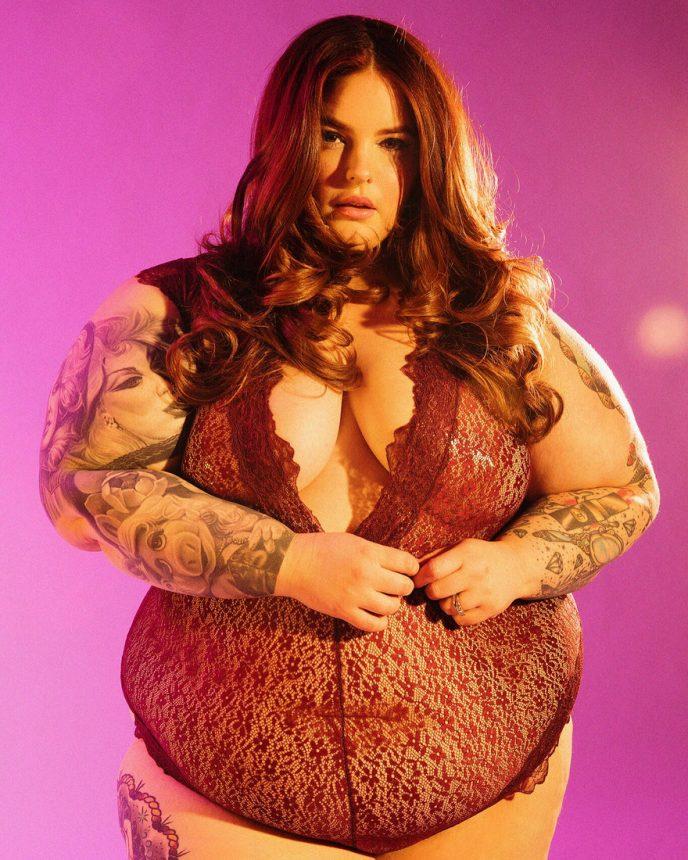 Пропаганда ожирения или новая мода? Модель весом 155 кг позирует в кружевном боди. ФОТО