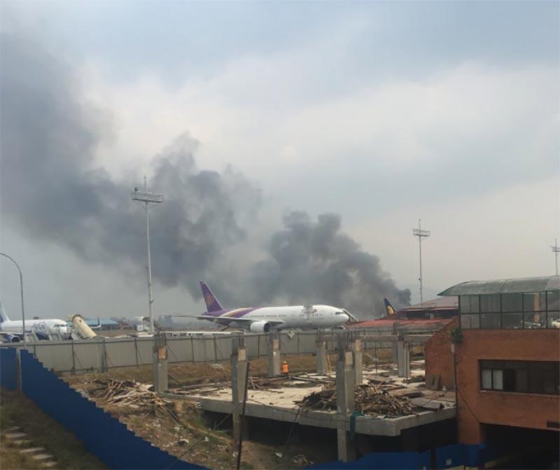 В аэропорту Катманду разбился пассажирский самолет. Есть жертвы. ФОТО