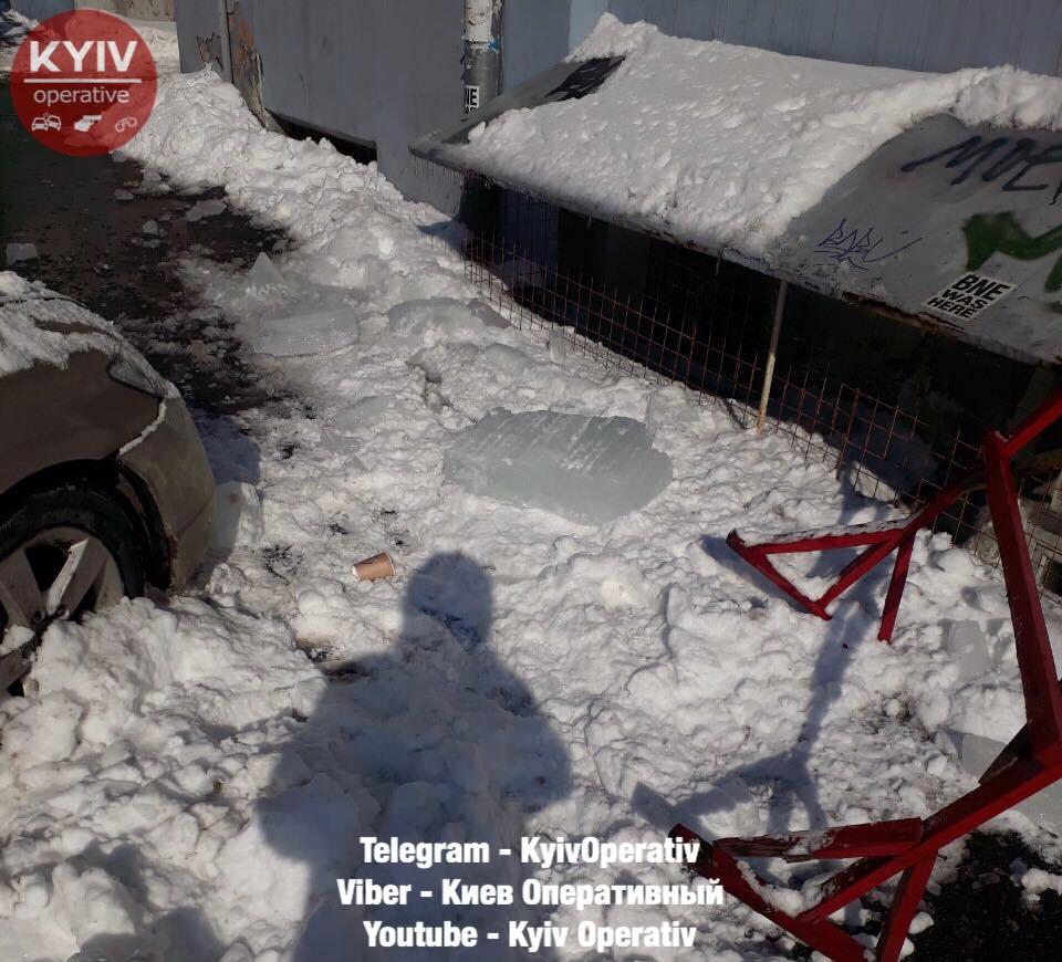 Киевляне хотели наказать «дебила парковки», но стихия помогла. ФОТО