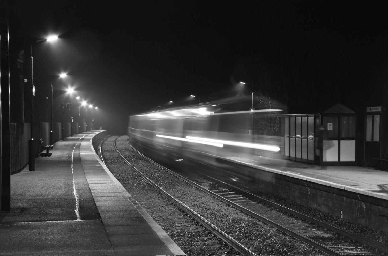 Поезд-призрак попал в объектив камеры. ВИДЕО