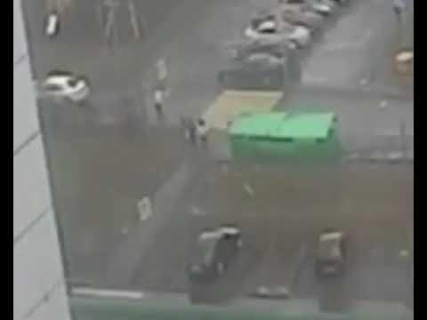 Ураган в Москве: последние секунды жизни девочки попали на камеру